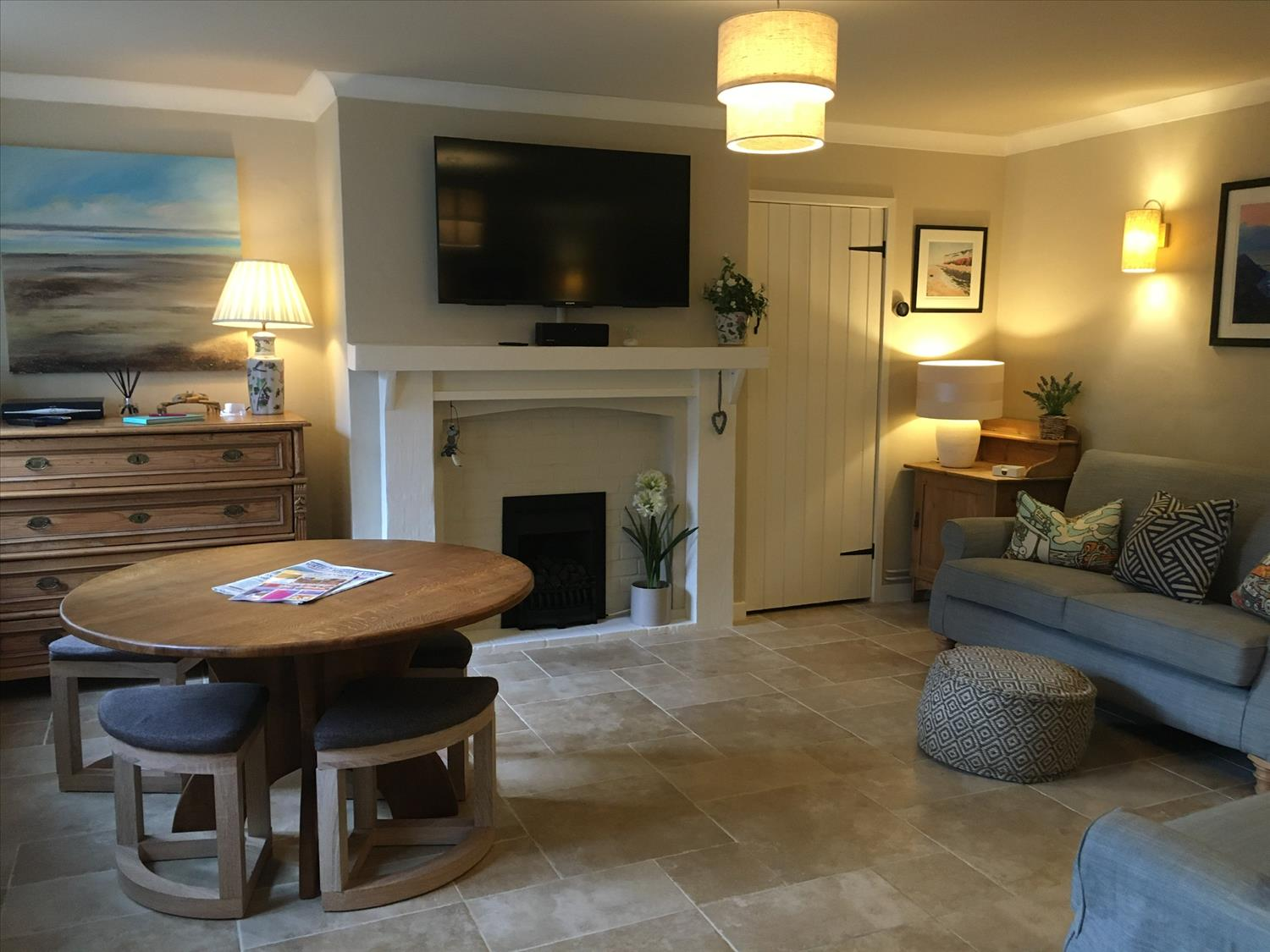 Living area, oak dining table, free wifi, tv, porcelain limestone floor @NorfolkCoastline